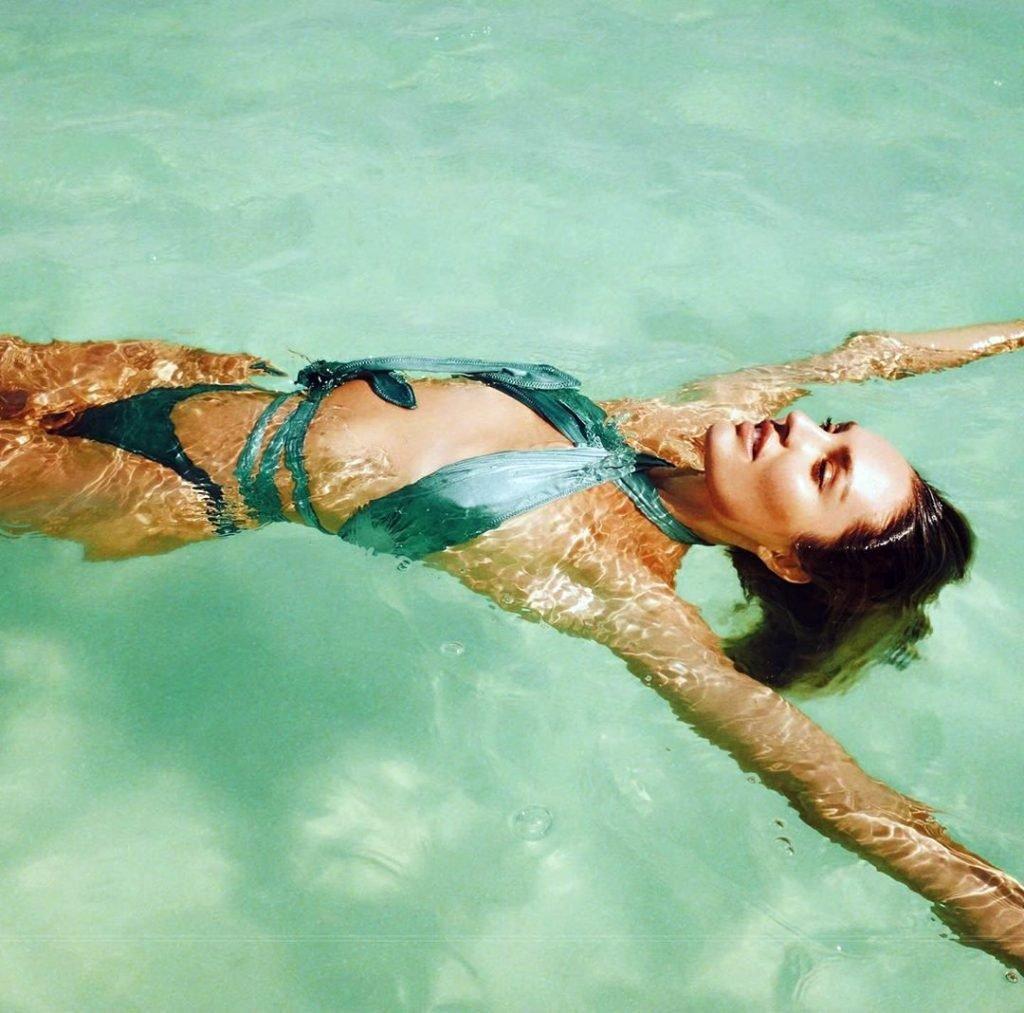 Candice Swanepoel Sexy (2 Hot Photos)