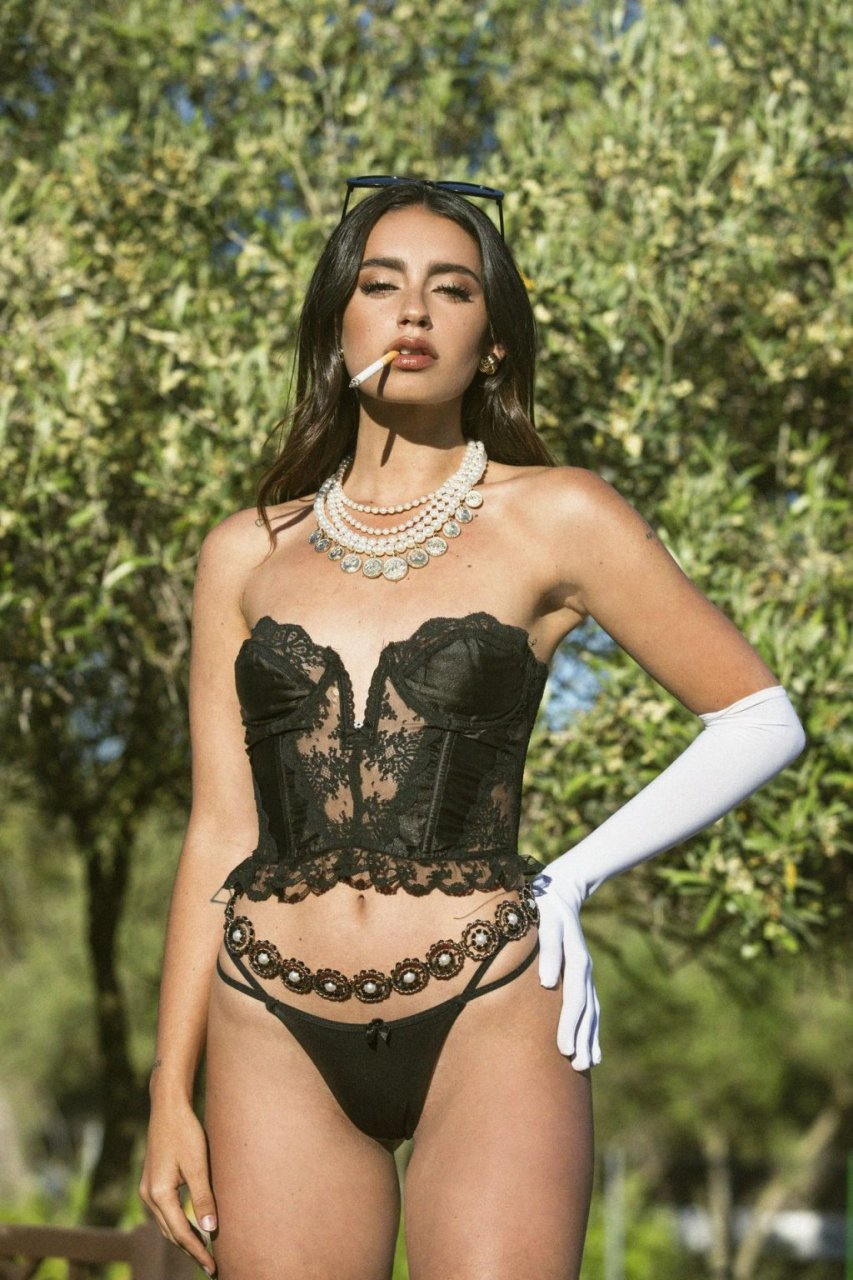 Carla Guetta Nude & Sexy (14 Photos)