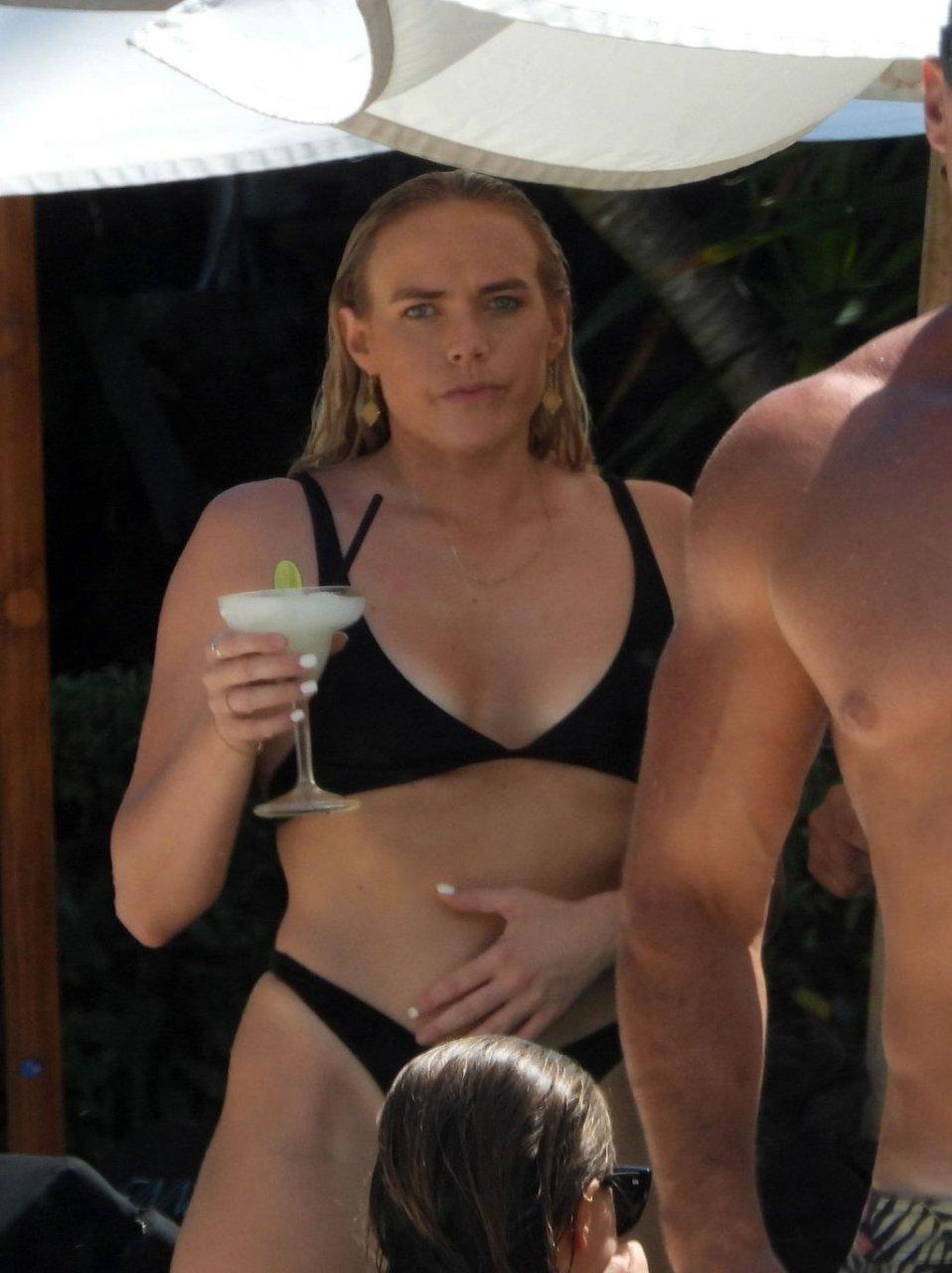 Cassandra Wood  nackt