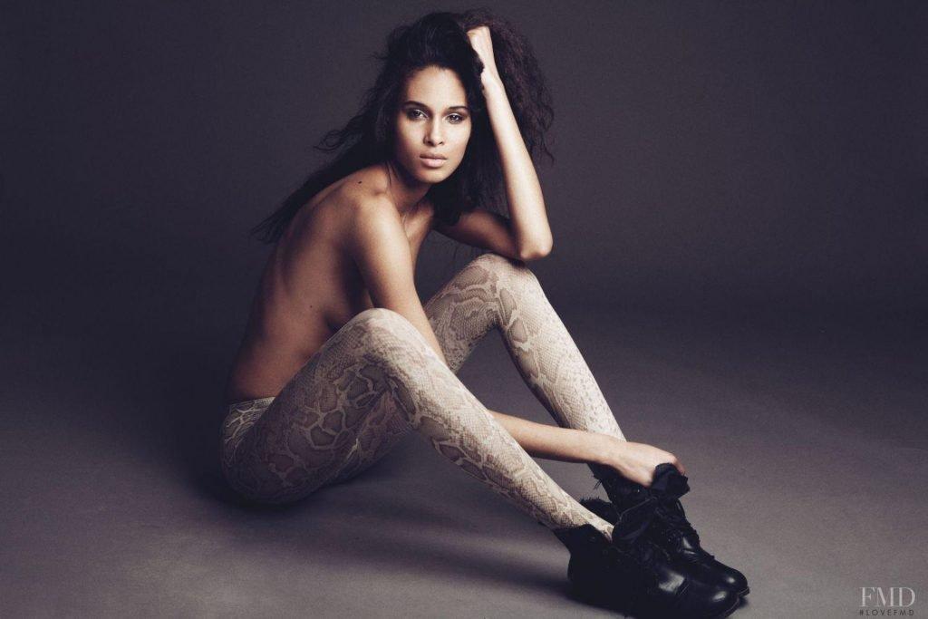 Cindy Bruna Nude & Sexy (10 Photos)