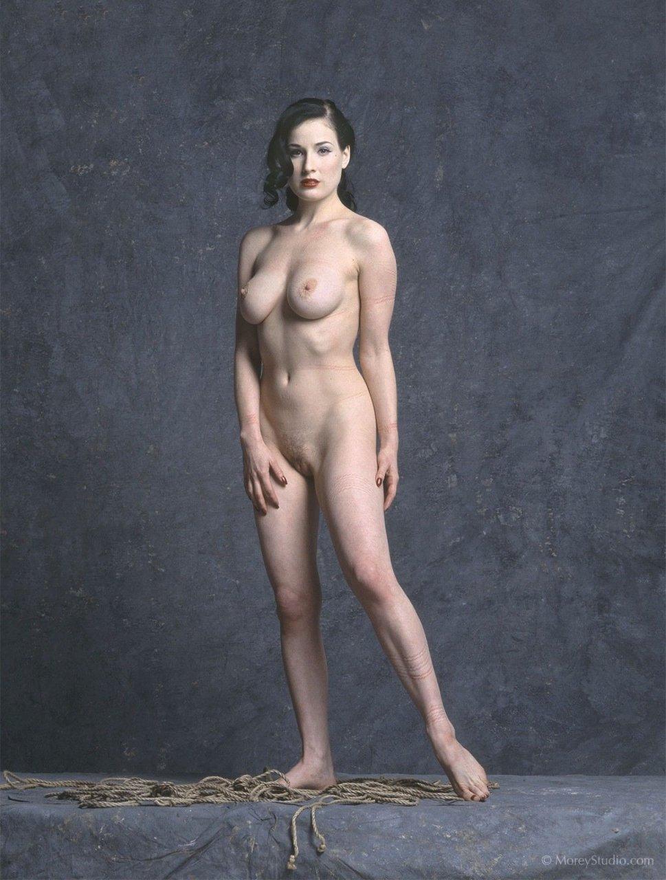 nude dita