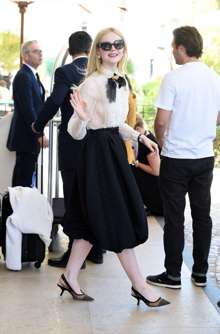 Elle Fanning Sideboob (34 Photos)