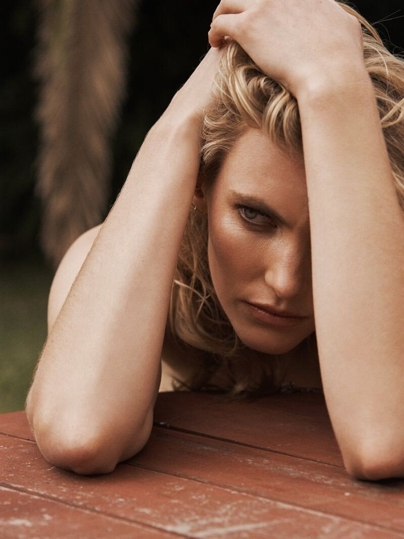 Emily Baker Sexy & Topless (11 Photos)