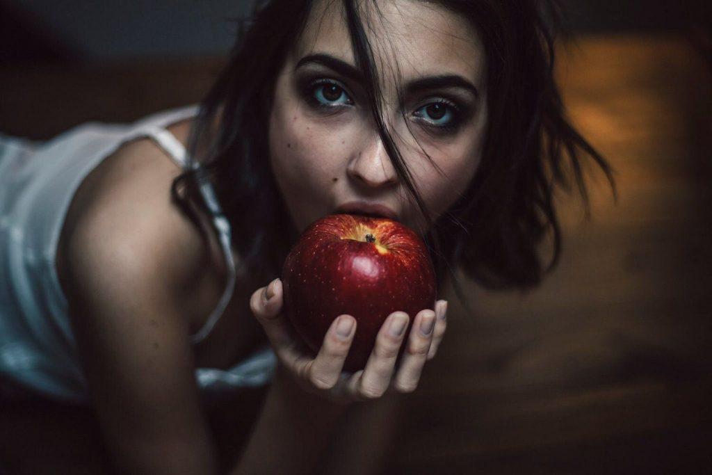 Erika Albonetti Topless & Sexy (9 Photos)