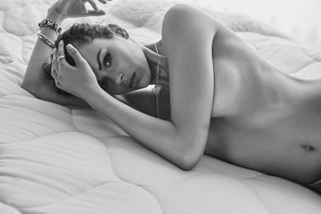 Georgia Fowler Nude & Sexy (8 Photos)