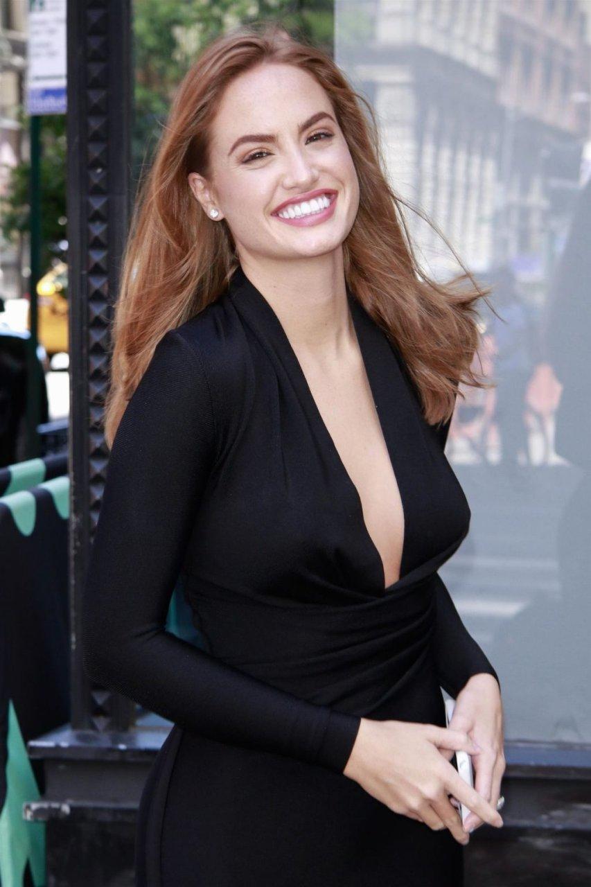 Haley Kalil Sexy (16 Photos)