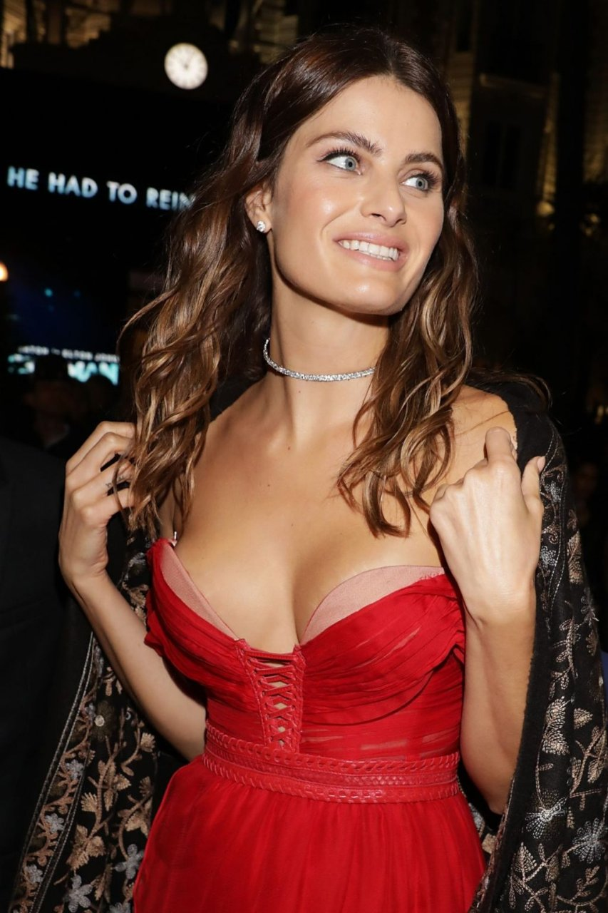 Isabeli Fontana Sexy (10 Photos)