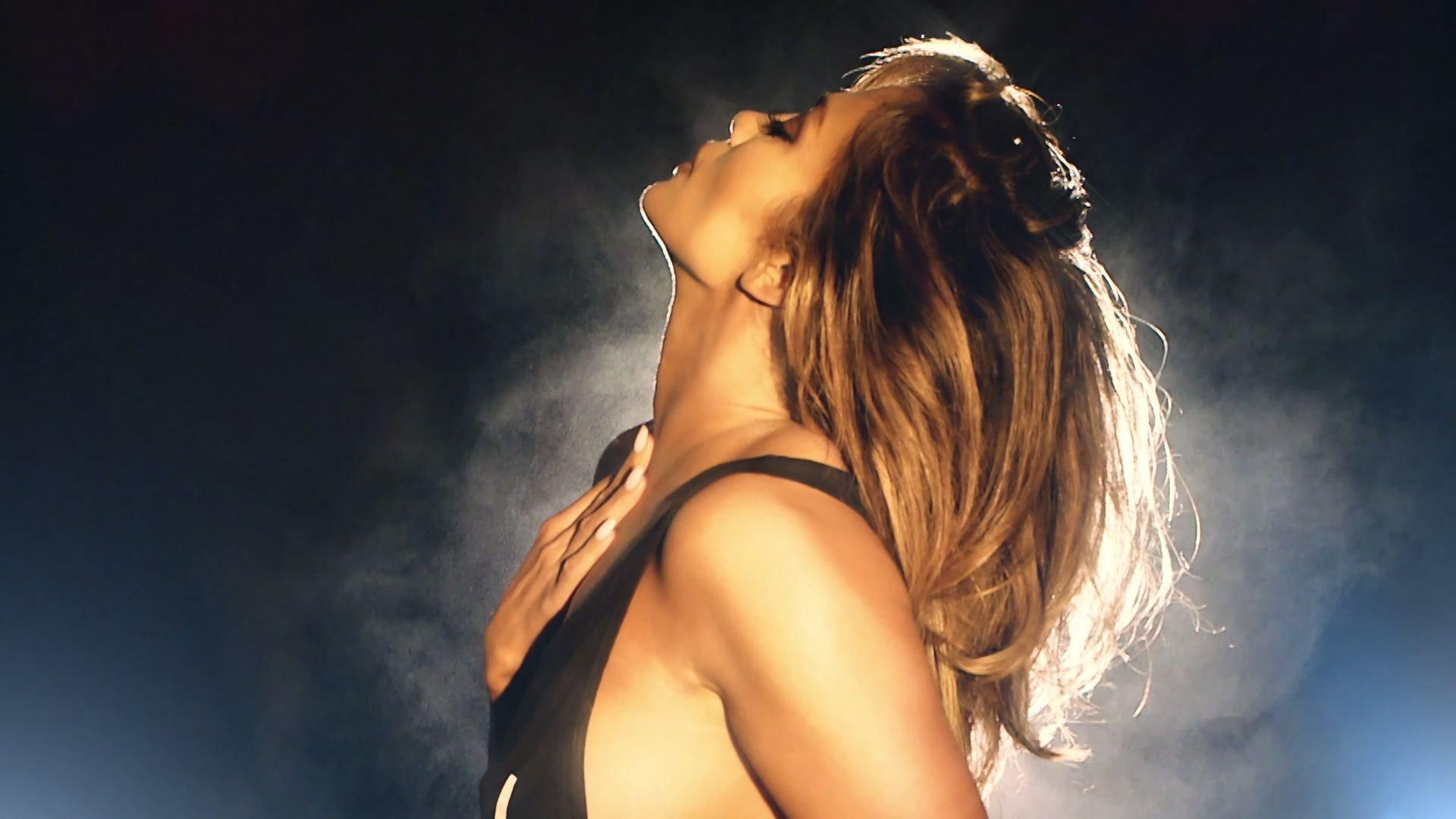 Jennifer lopez naked breast milk