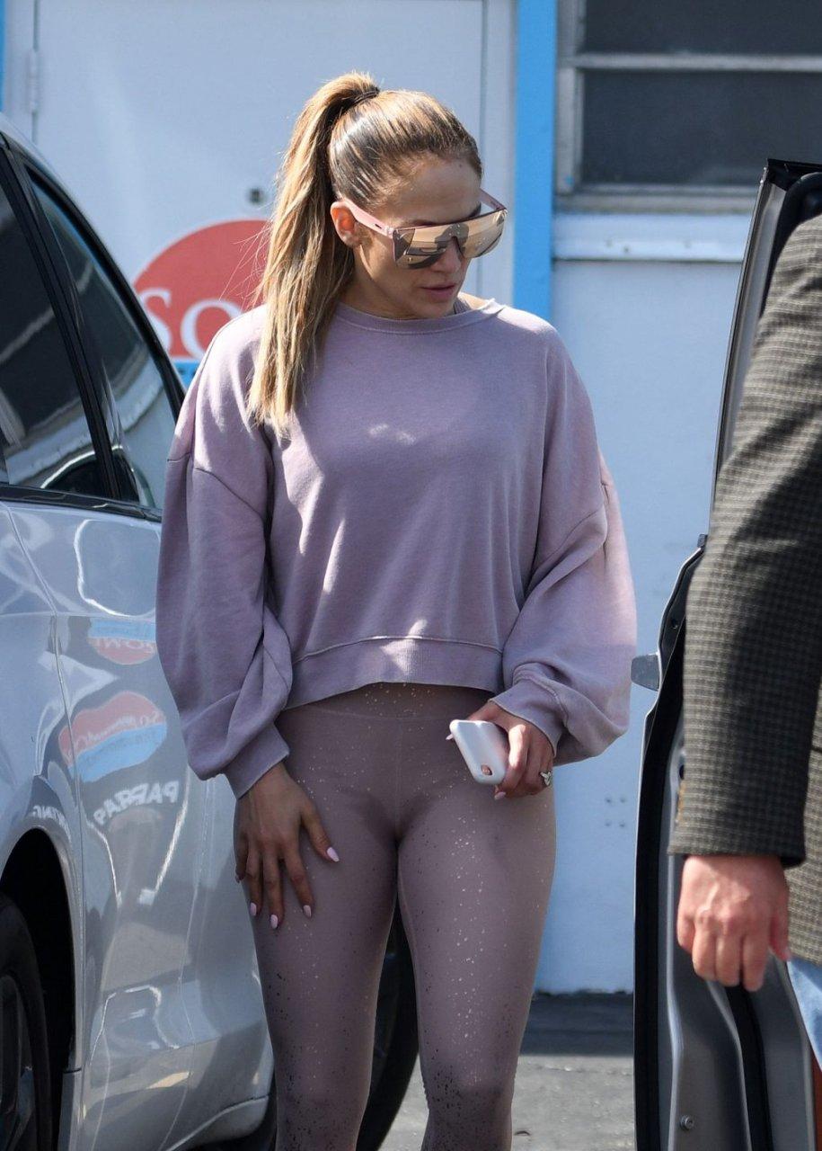 Jennifer Lopez Hot (28 Photos)