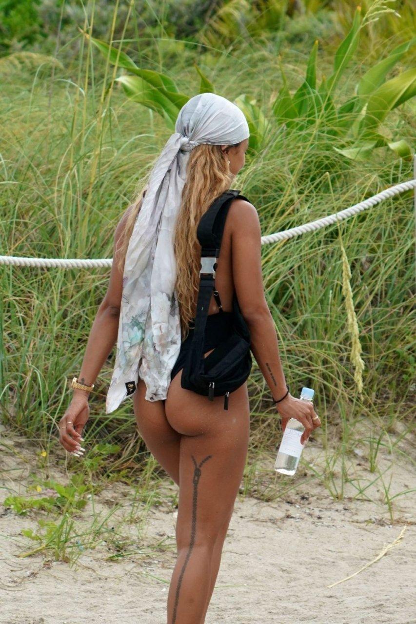 Karrueche Tran Sexy (67 Photos)