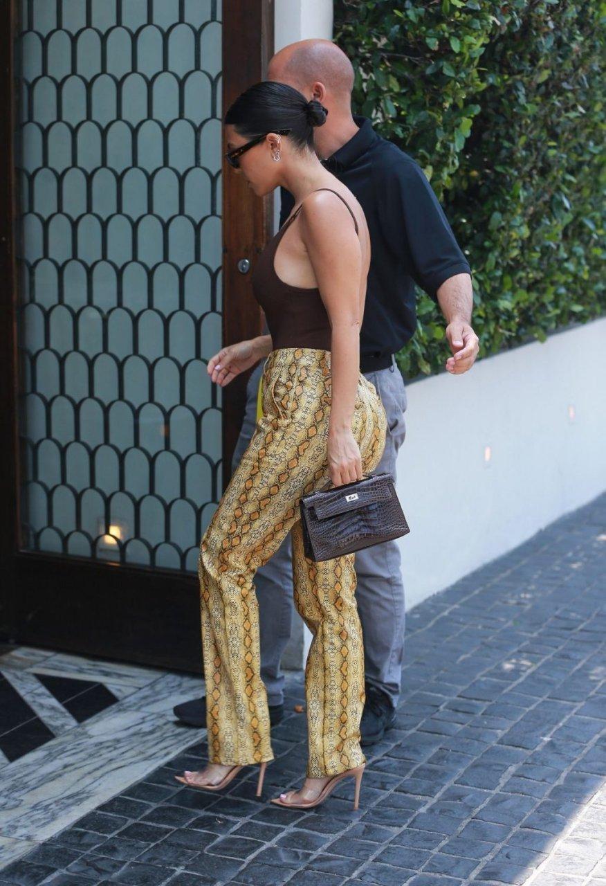 Kourtney Kardashian Braless (28 Photos)