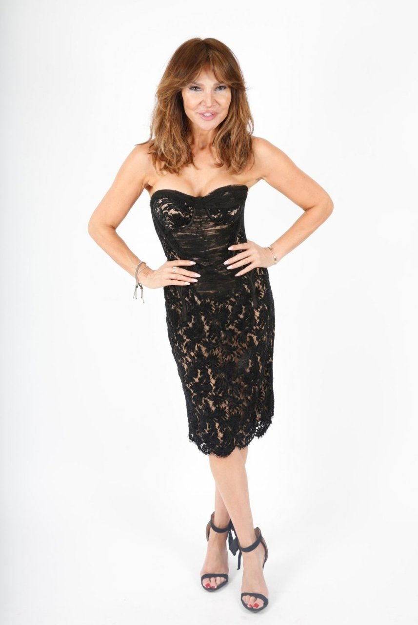 Lizzie Cundy Sexy (34 New Photos)