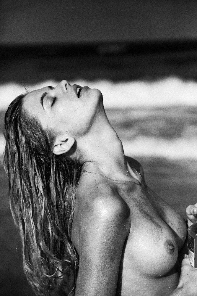 Megan Irwin Nude & Sexy (7 Photos)