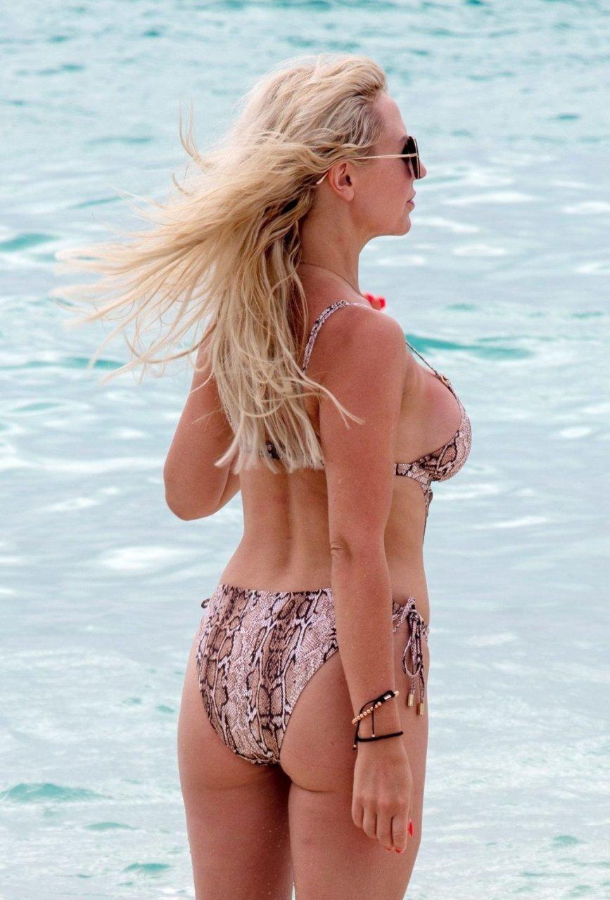 Naomi Isted Sexy (14 Photos)