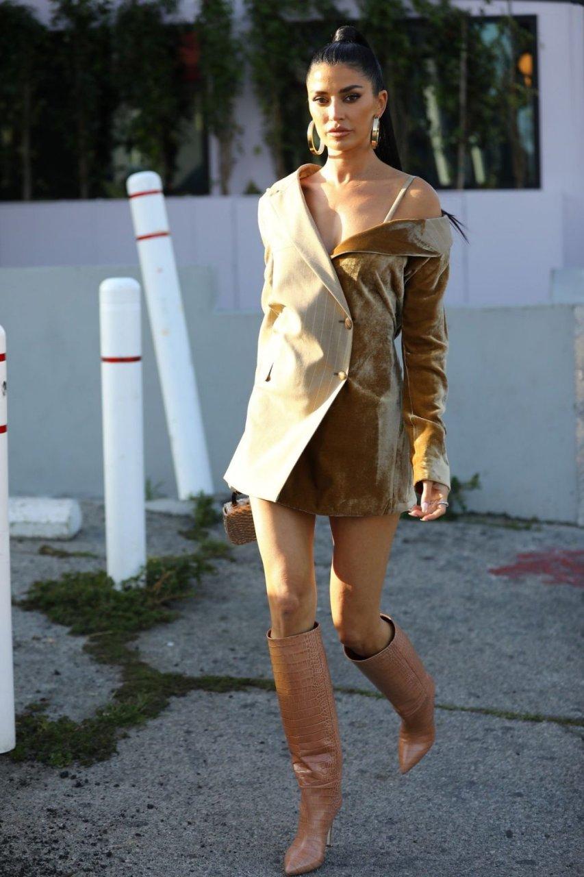Nicole Williams Sexy (44 Photos)