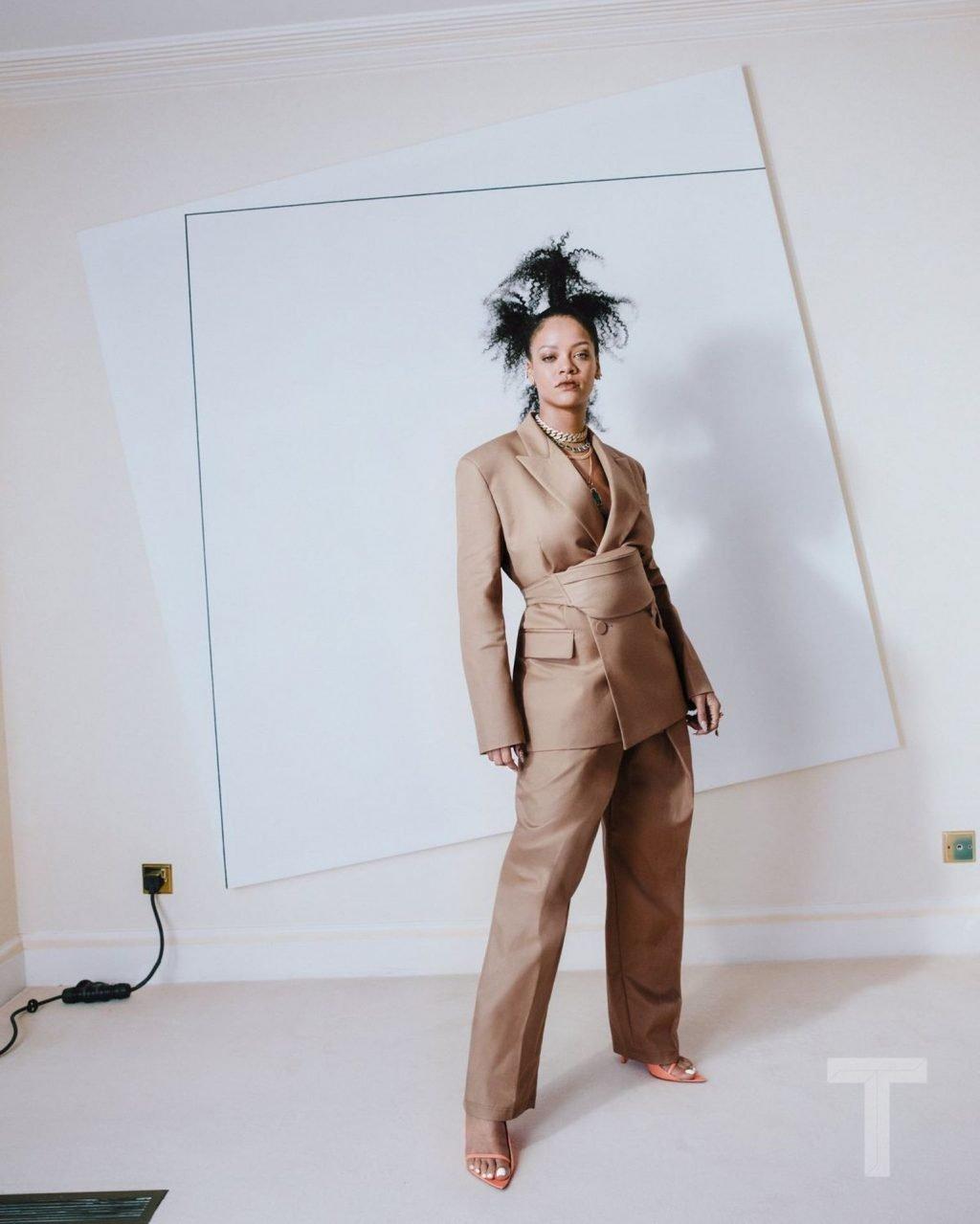 Rihanna Sexy (11 Photos + GIFs)