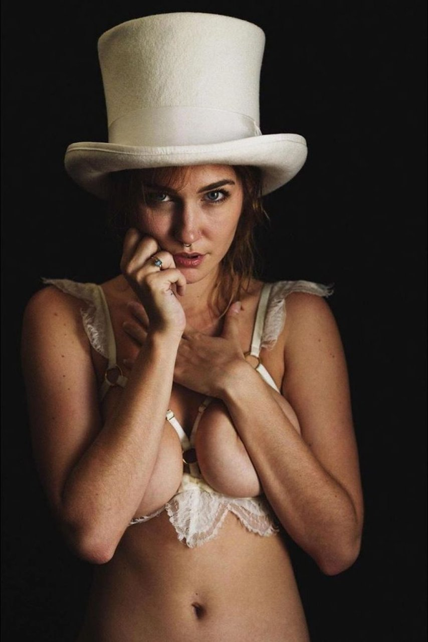 Skye Blue Nude & Sexy (16 Photos)