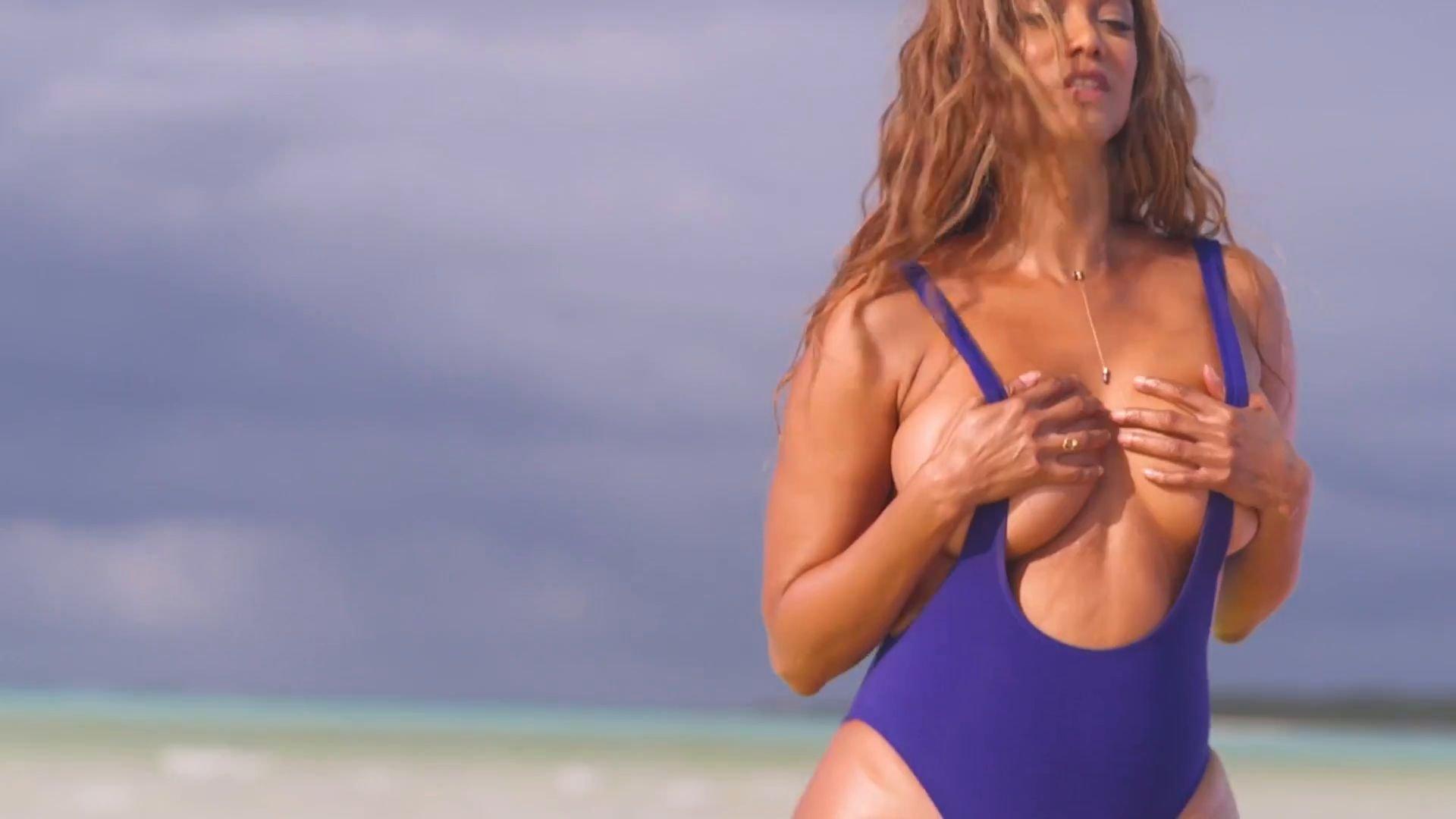 tyra banks bikini ass
