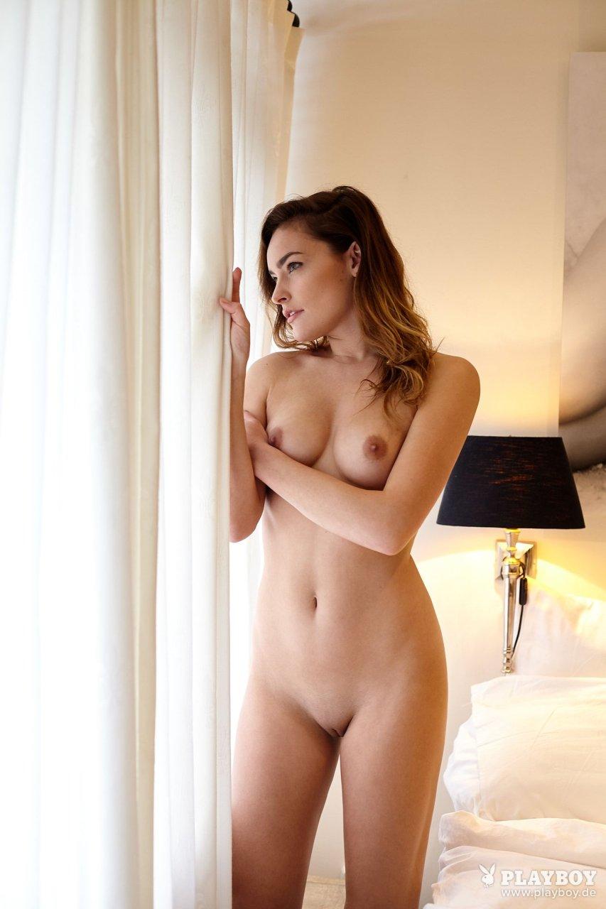Yvette Nude