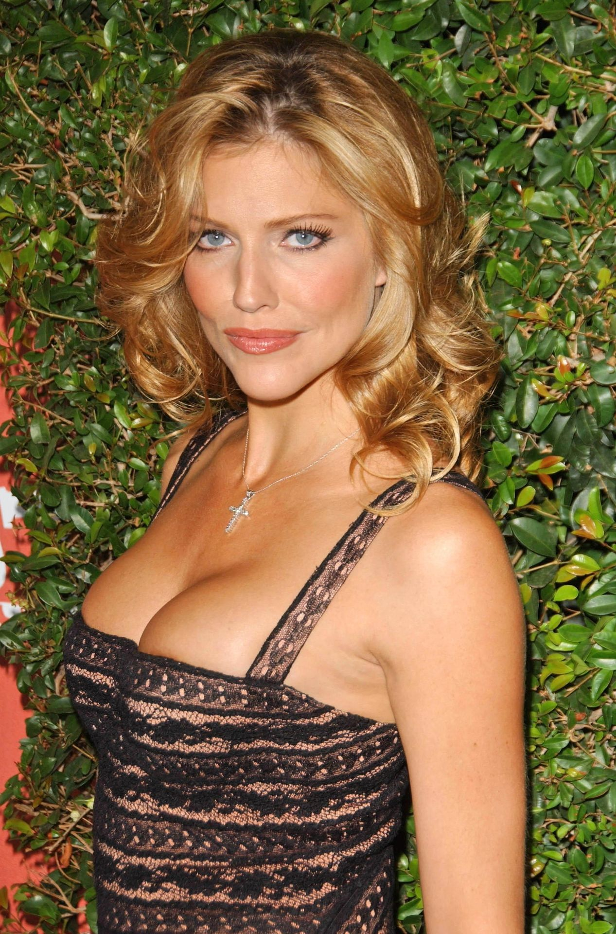 Tricia Helfer Nude Sexy 1