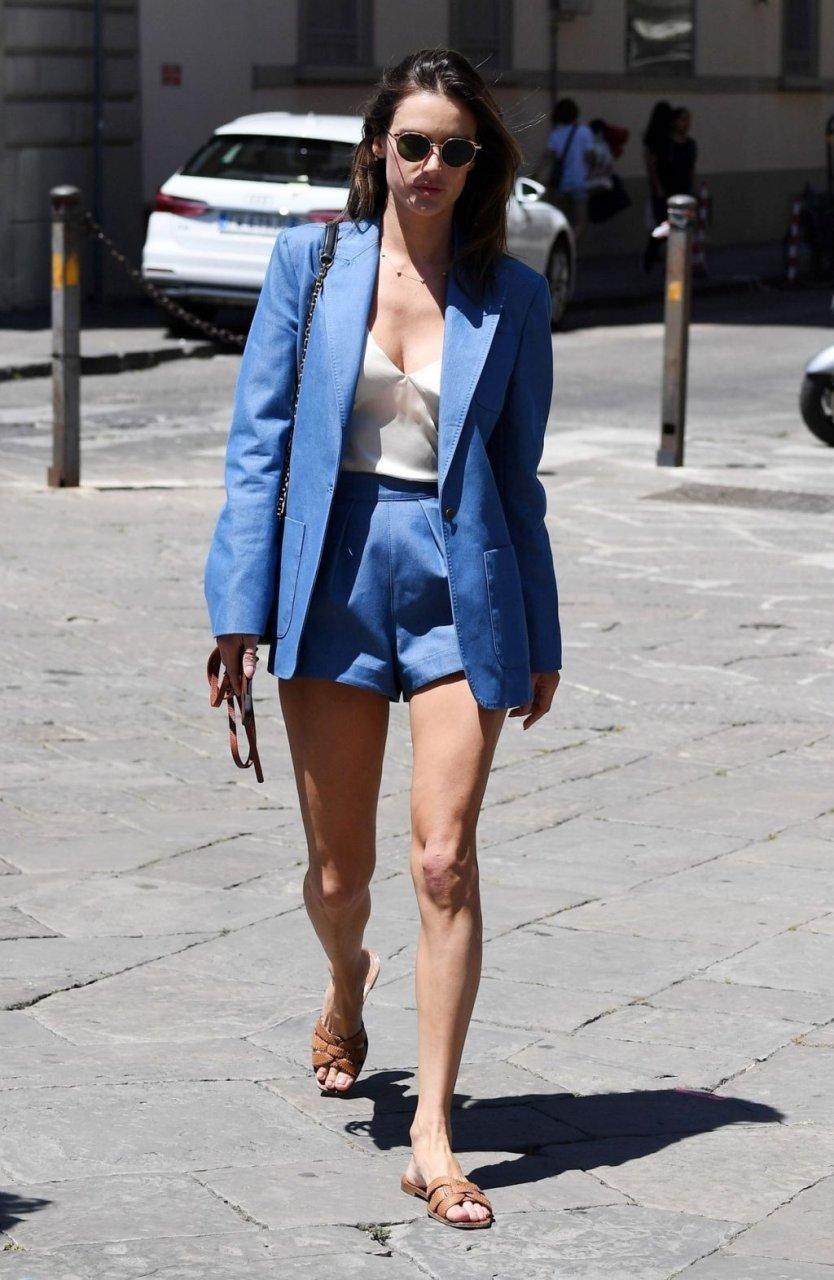 Alessandra Ambrosio Sexy (19 Hot Photos)