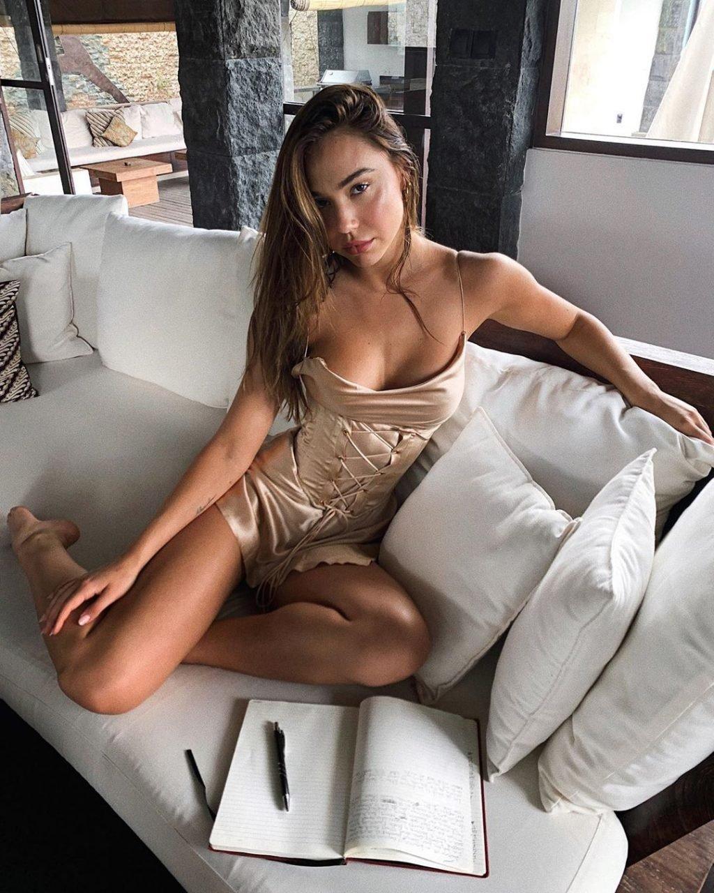 Alexis Ren Sexy (8 New Photos + GIFs)