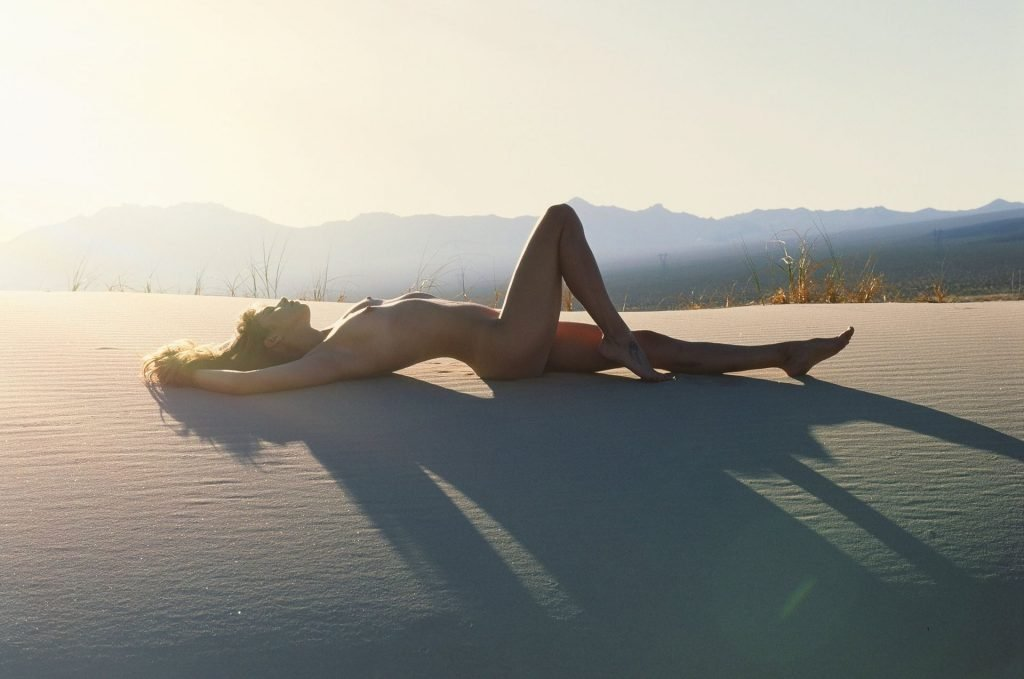 Amanda Stoer Nude (12 Photos)