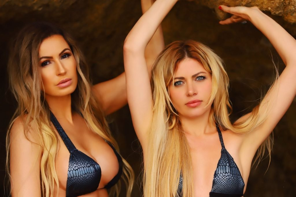 Ana Braga, Simona Mangiante Sexy (29 Photos)