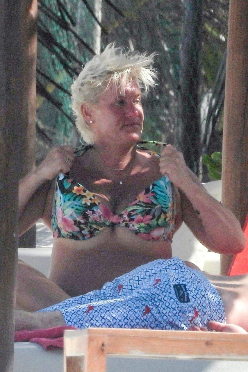 Anne Burrell Hot (18 Photos)