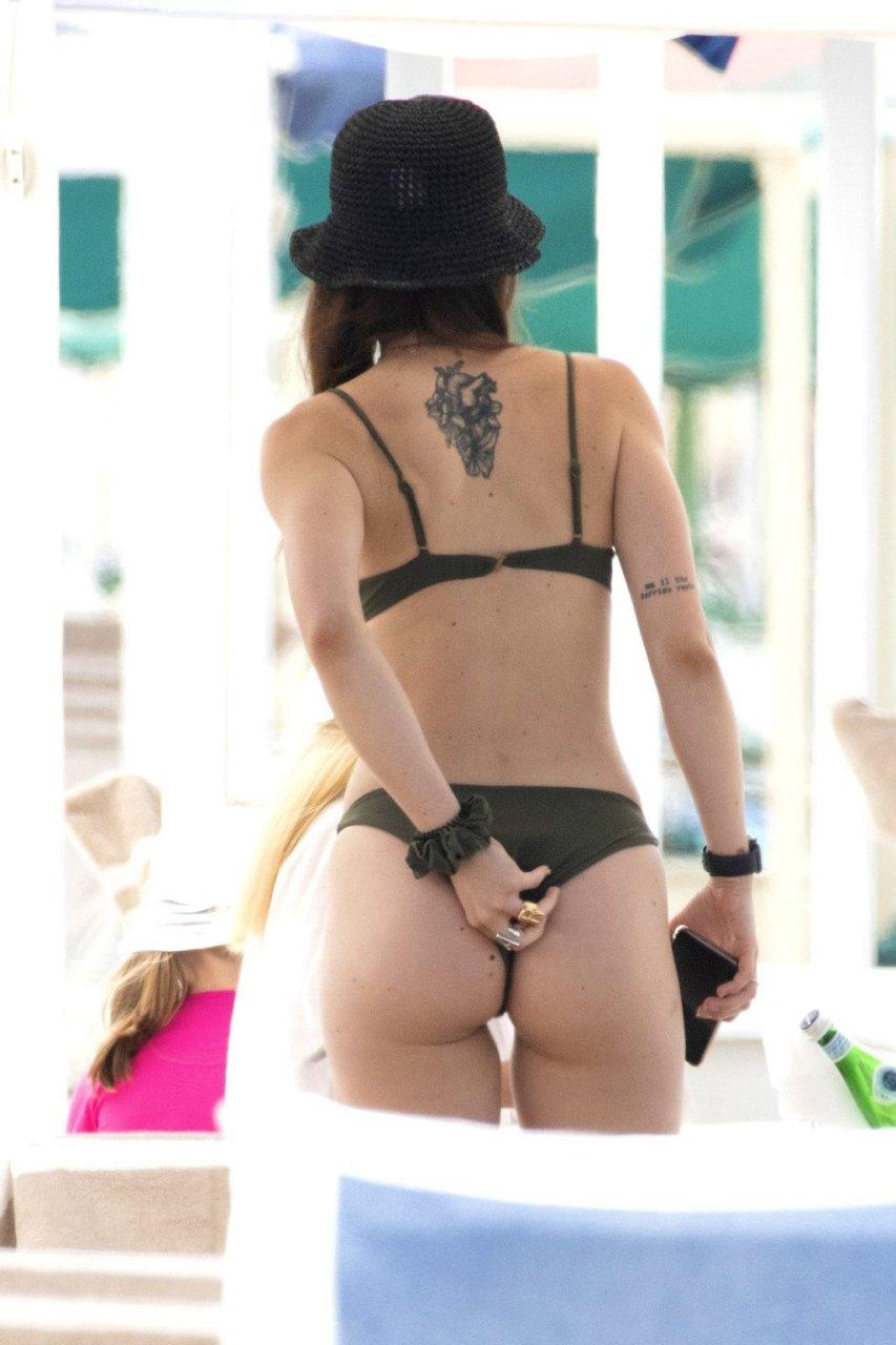 Aurora Ramazzotti, Michelle Hunziker Sexy (28 Photos)