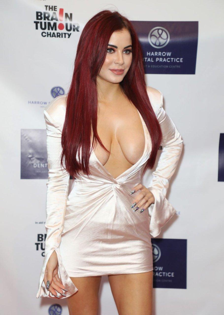 Carla Howe Sexy (3 Photos)