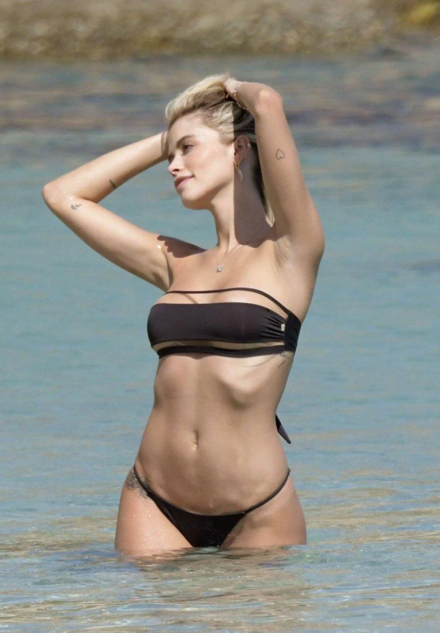Carolina Dias Sexy (44 Photos)
