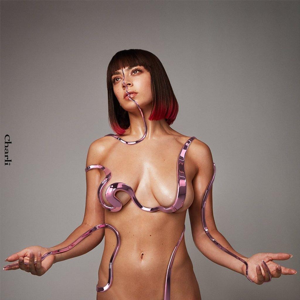 Charli XCX Nude (4 Pics + GIFs)