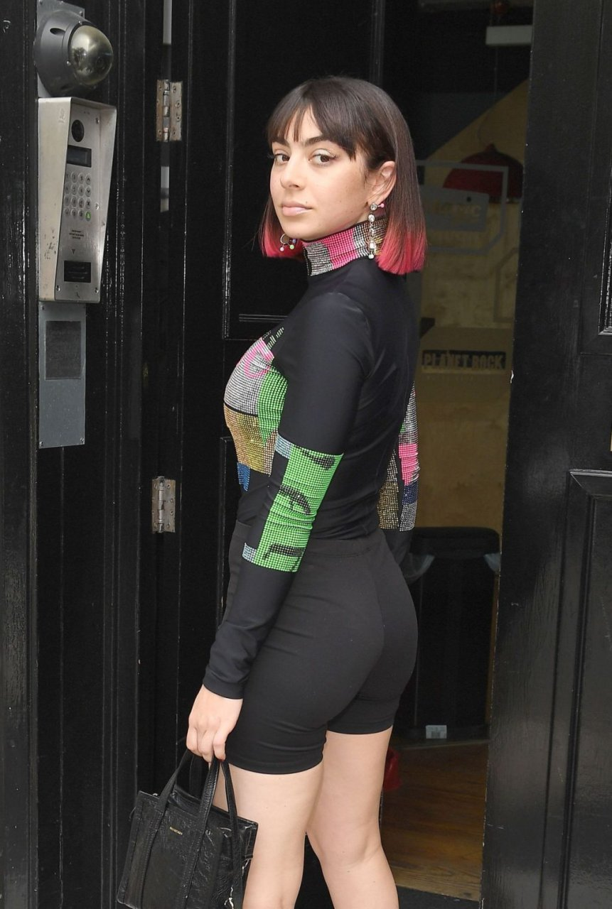 Charli XCX Sexy (50 Photos)