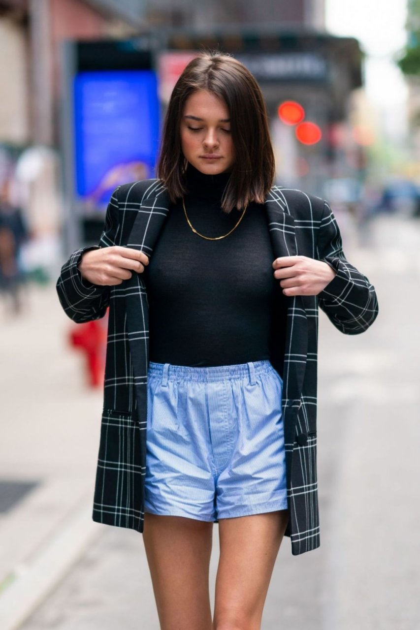 Charlotte Lawrence See Through (12 Photos)
