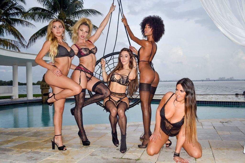 Claudia Romani, Carol Paredes, Falonia Sexy (27 Photos)