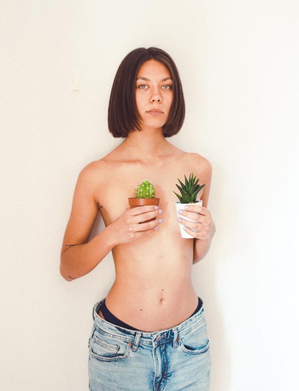 Clementina Aliberti Nude & Sexy (22 Photos)