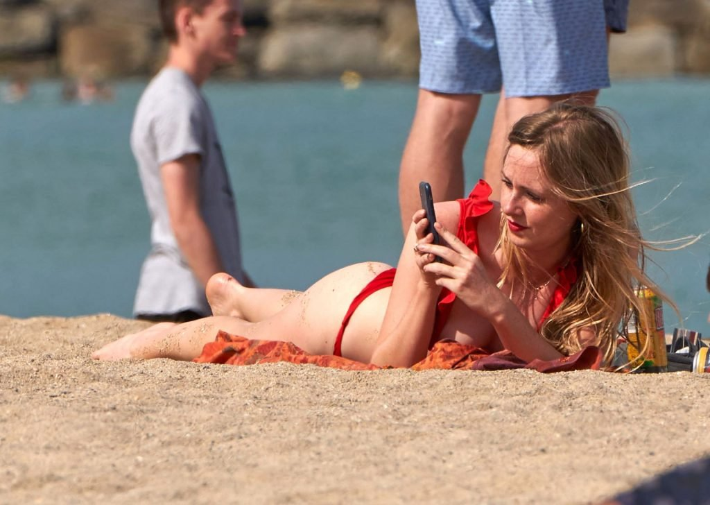 Diana Vickers Sexy & Topless (22 Photos)