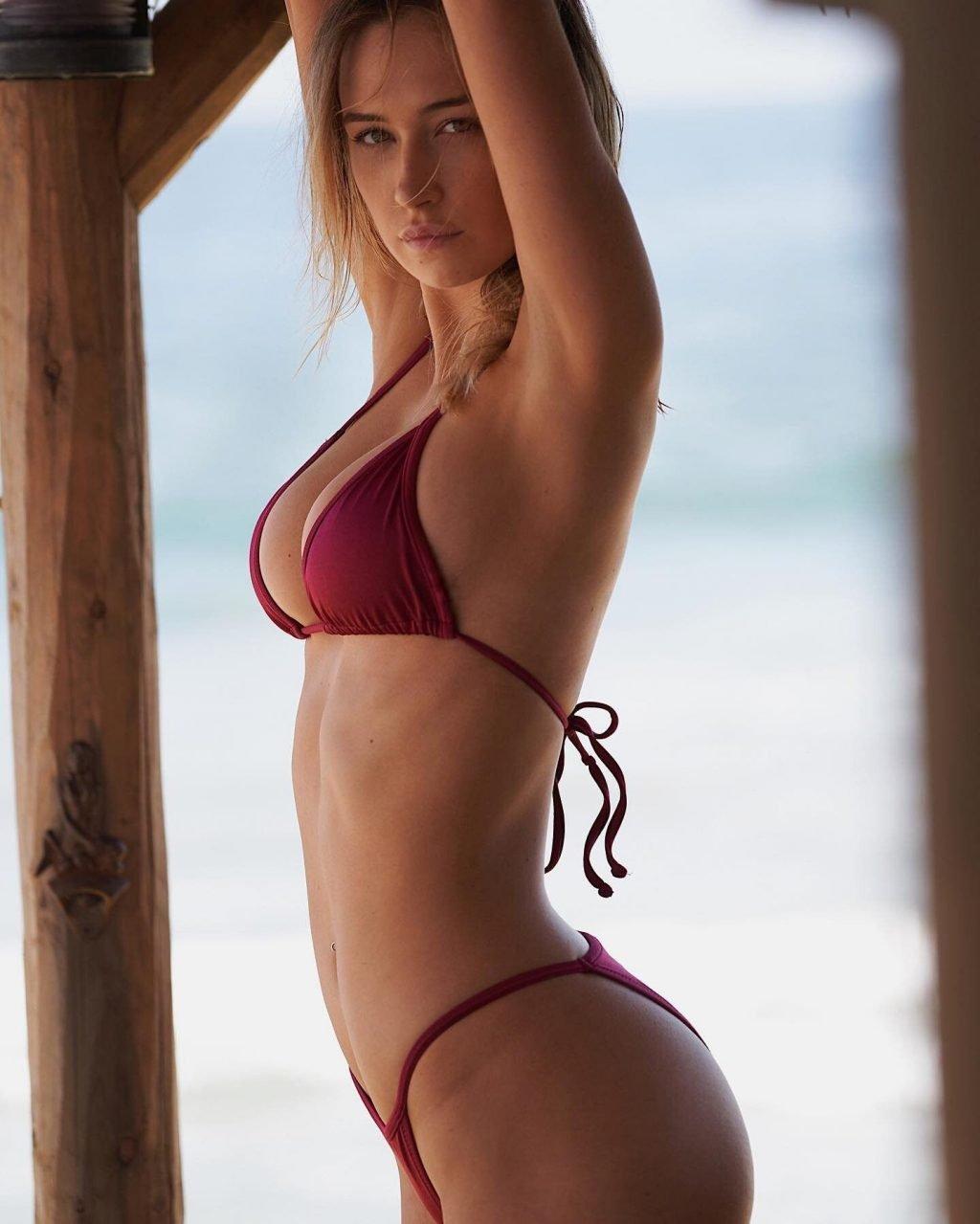 Elsie Hewitt Sexy & Topless (7 Photos)