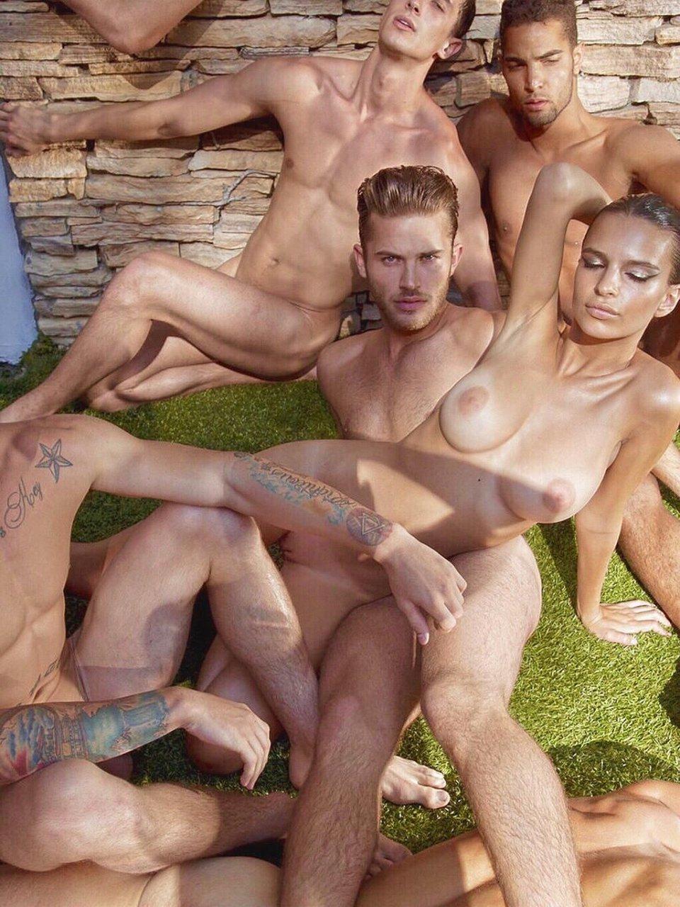 Ratajkowski nude emily Emily Ratajkowski