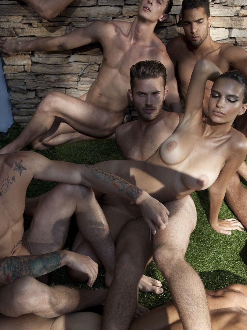 Nude emily ratajkowsk Emily Ratajkowski