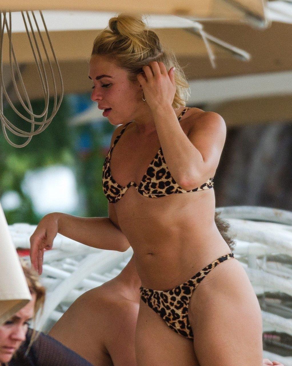 Gabby Allen Sexy (44 Photos)