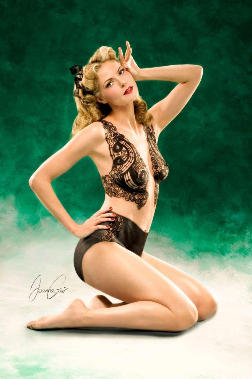 Heidi Klum Nude (3 Photos + Video)