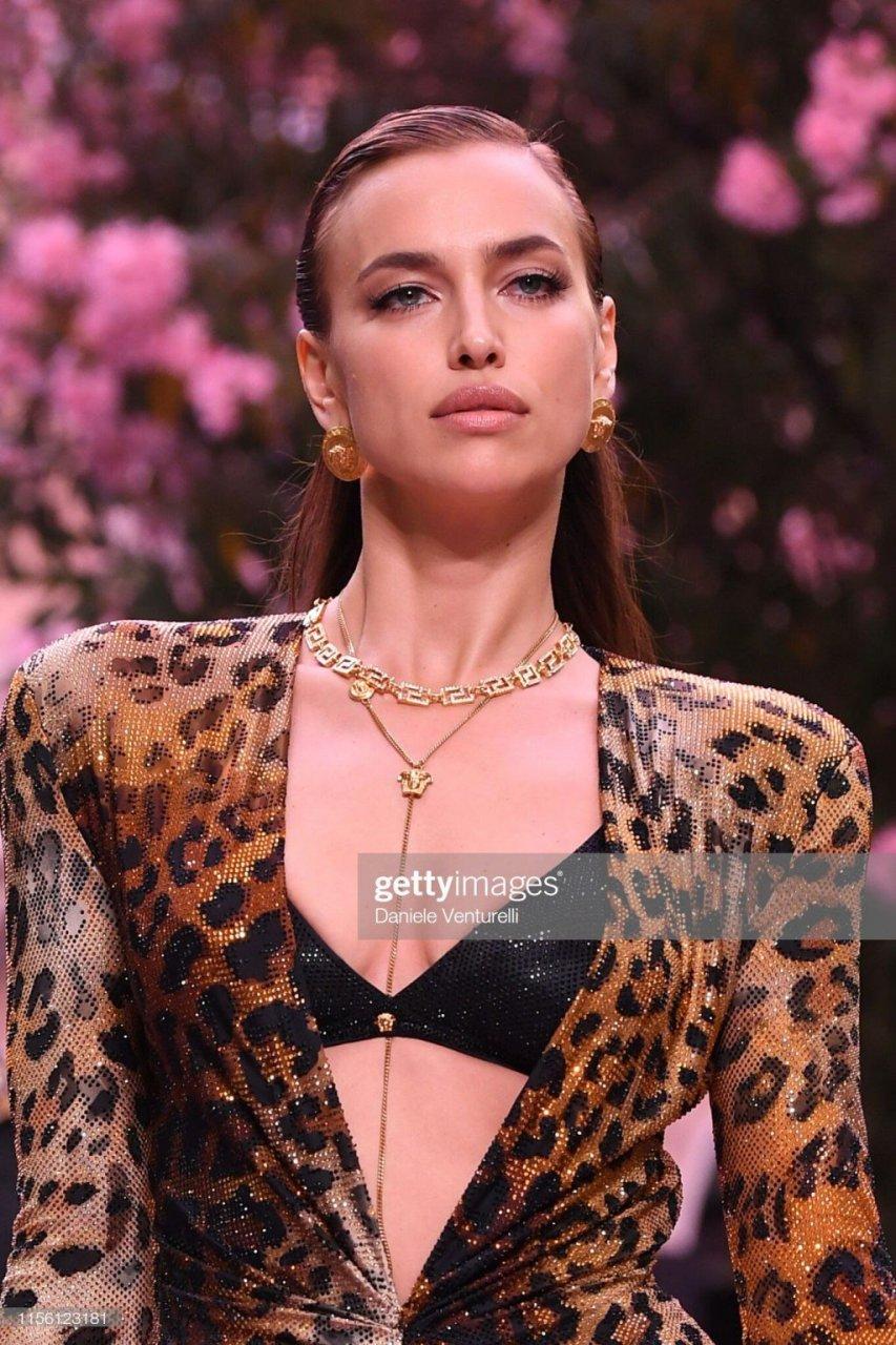 Irina Shayk Sexy (22 Photos + Videos)