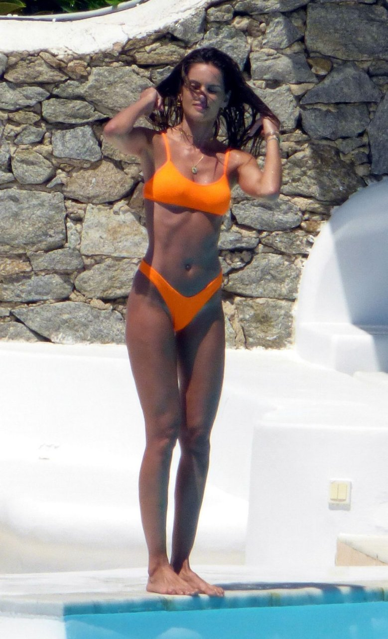 Izabel Goulart Sexy (31 New Photos)