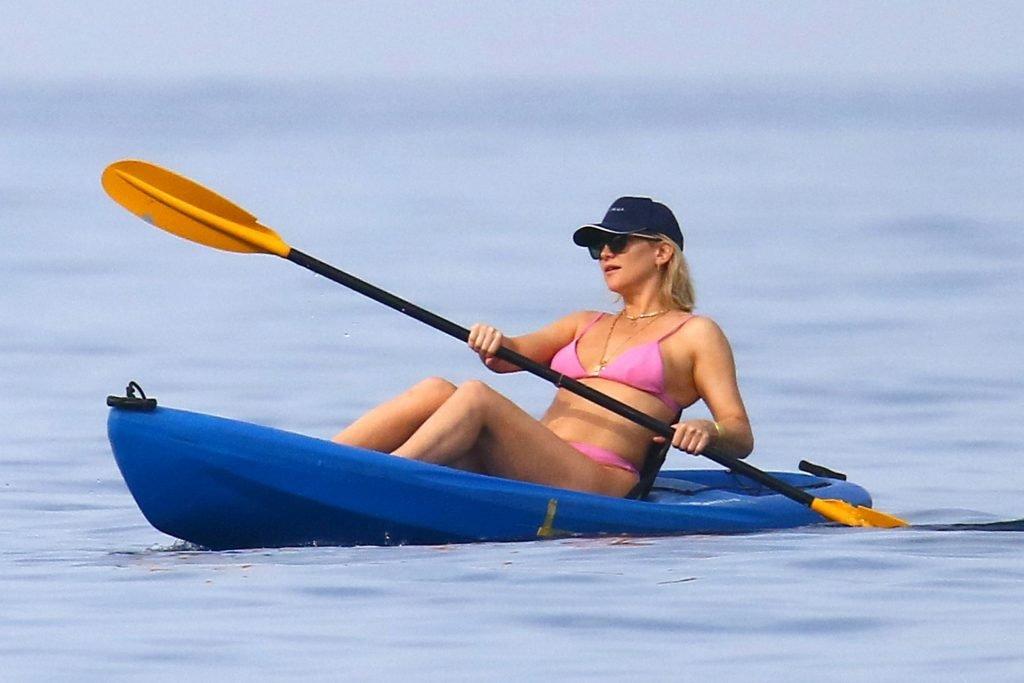 Kate Hudson Sexy (19 Photos)