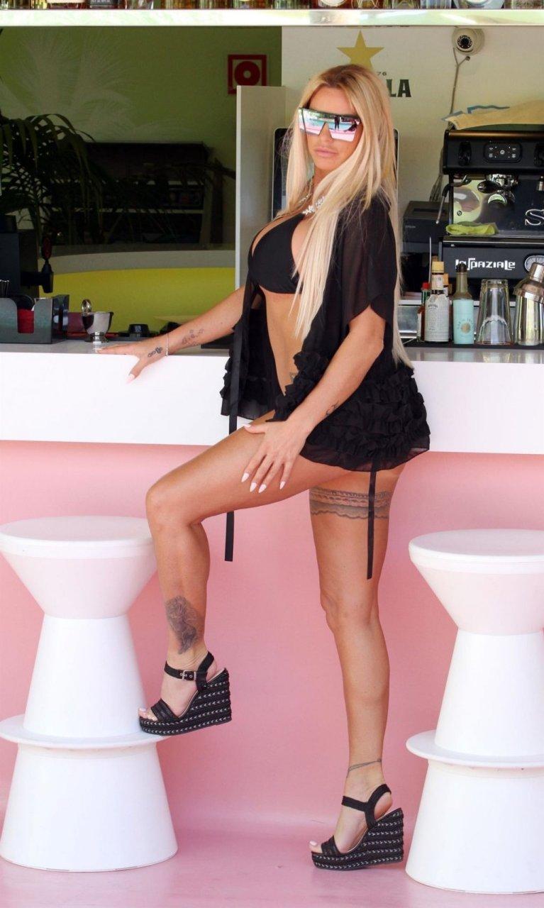 Katie Price Sexy (31 Photos)