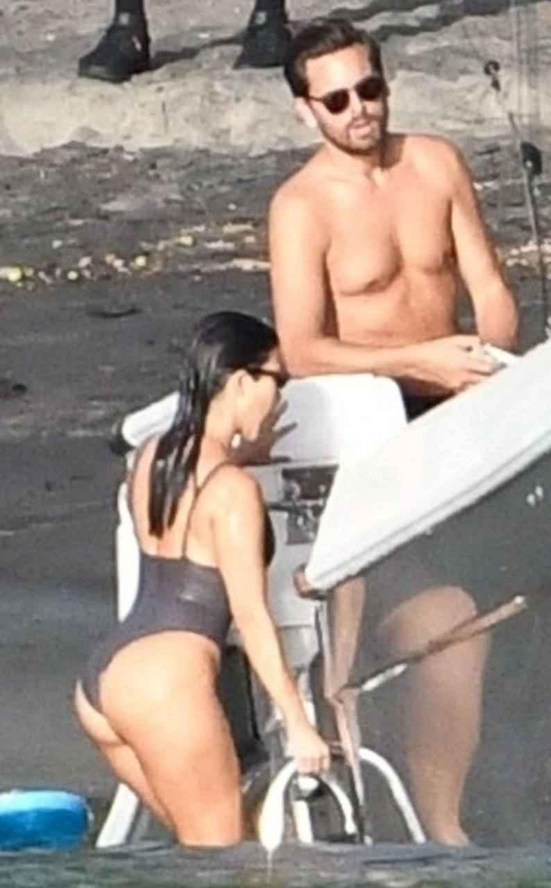 Kourtney Kardashian Sexy (25 New Photos)