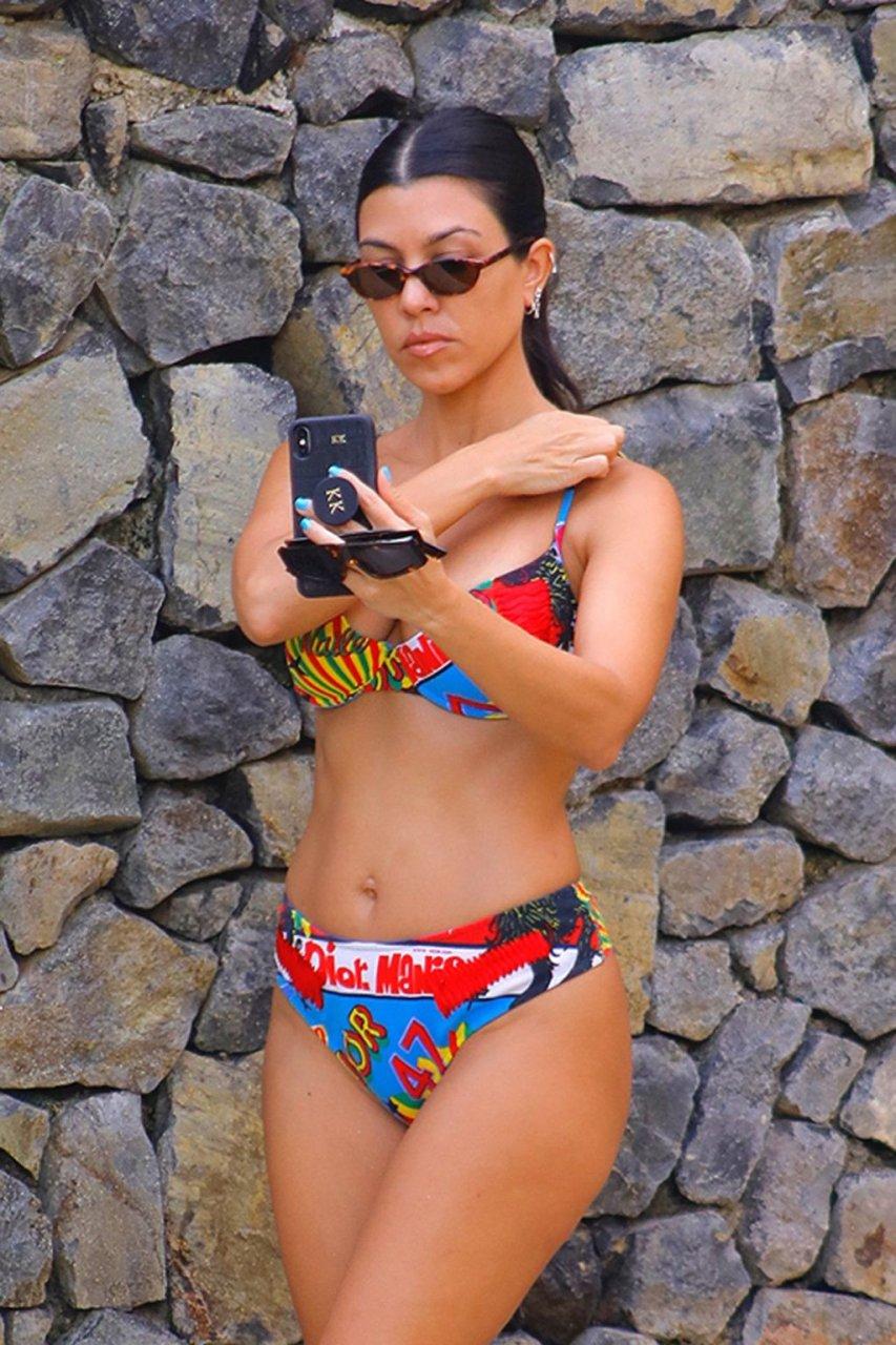 Kourtney Kardashian Sexy (6 Hot Photos)
