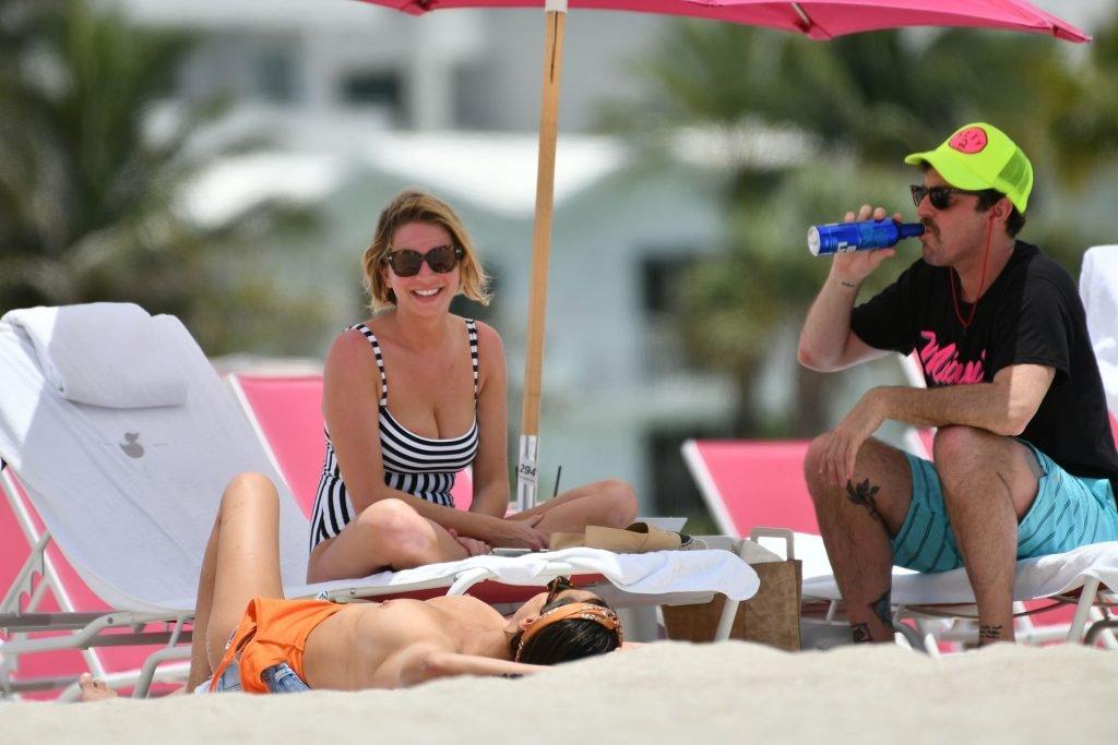 Kristen Doute Topless (50 Photos)